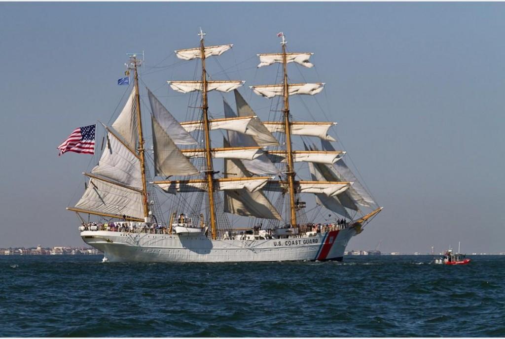 La Tall Ship che la US Coast Guard utilizza per formare il personale nelle funzioni di pattugliamento della costa, salvataggio in mare e assistenza ai diportisti