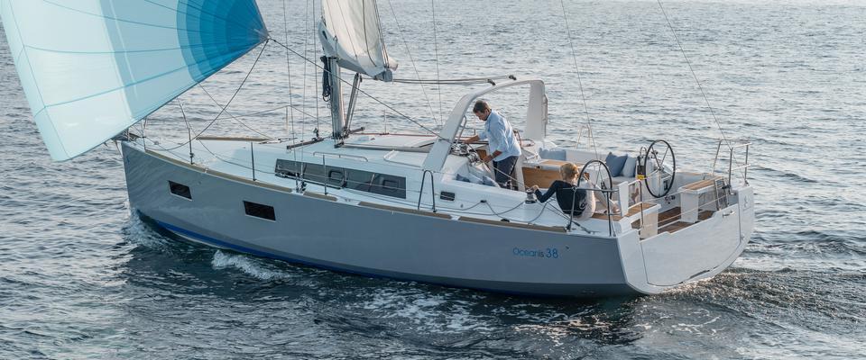 Oceanis 38, Family Yacht