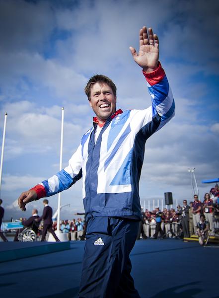 Andrew Simpson sul podio olimpico di Weymouth 2012