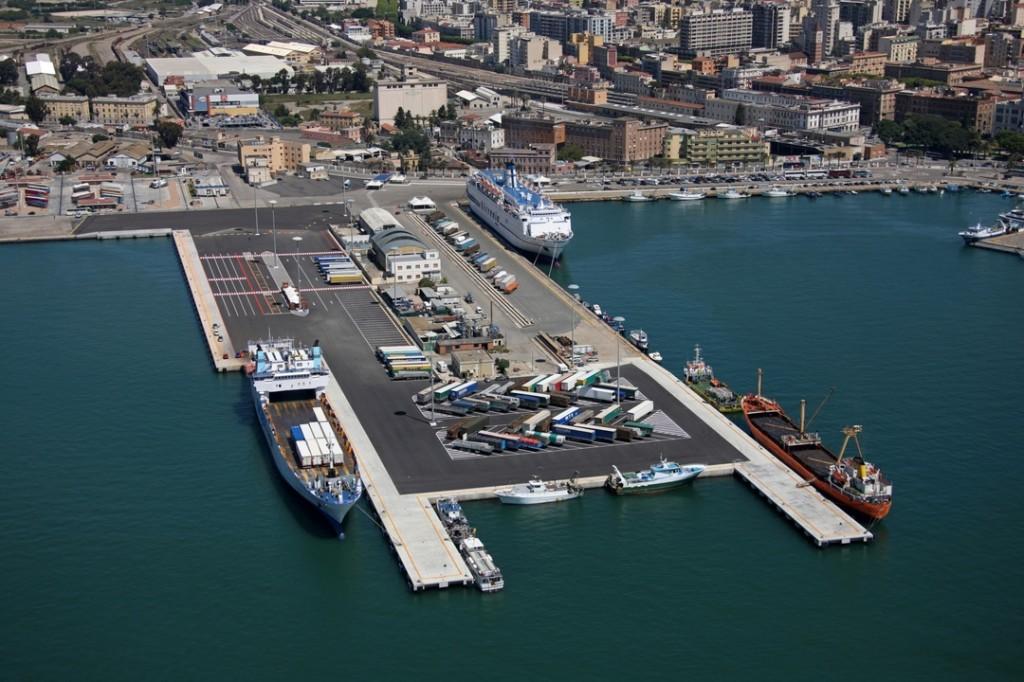 Il Molo Sabaudo del porto di Cagliari, dove è in allestimento la nuova base di Luna Rossa Challenge