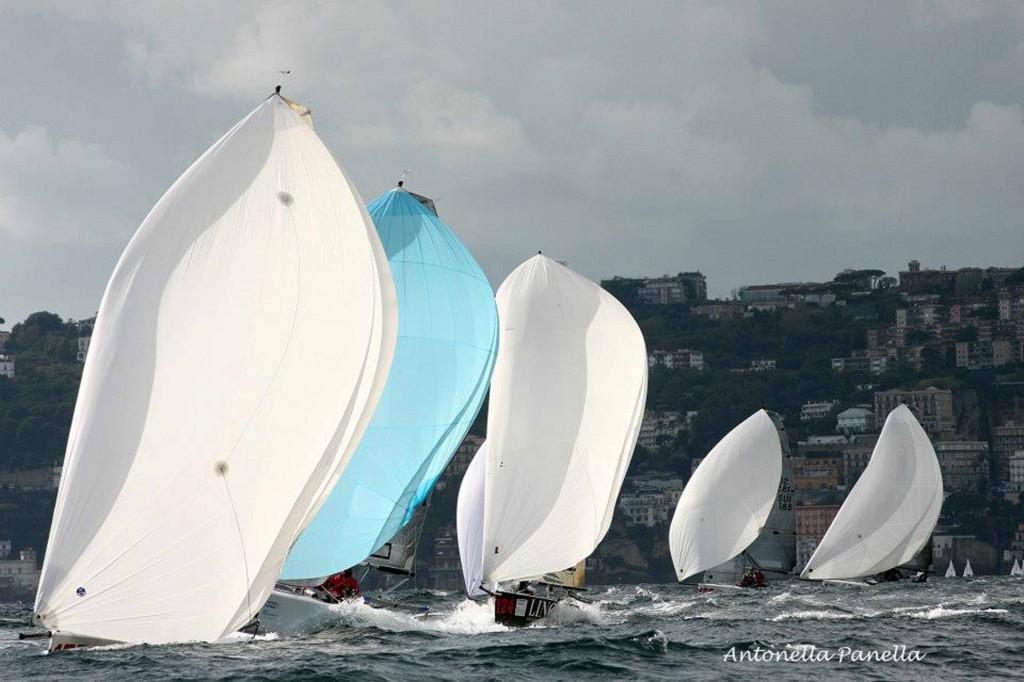 Melges 20 in regata a Napoli. Foto Panella