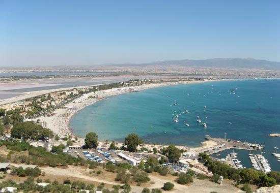 Panorama del Poetto, a Cagliari, dove hanno sede lo YC Cagliari e il Windsurfing Club, sedi dei raduni delle squadre olimpiche FIV