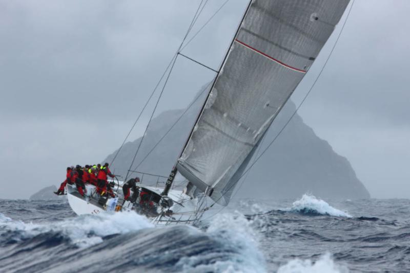 Shockwave verso l'isola di Redonda, uno dei passaggi della regata caraibica. Credit: Tim Wright/photoaction.com