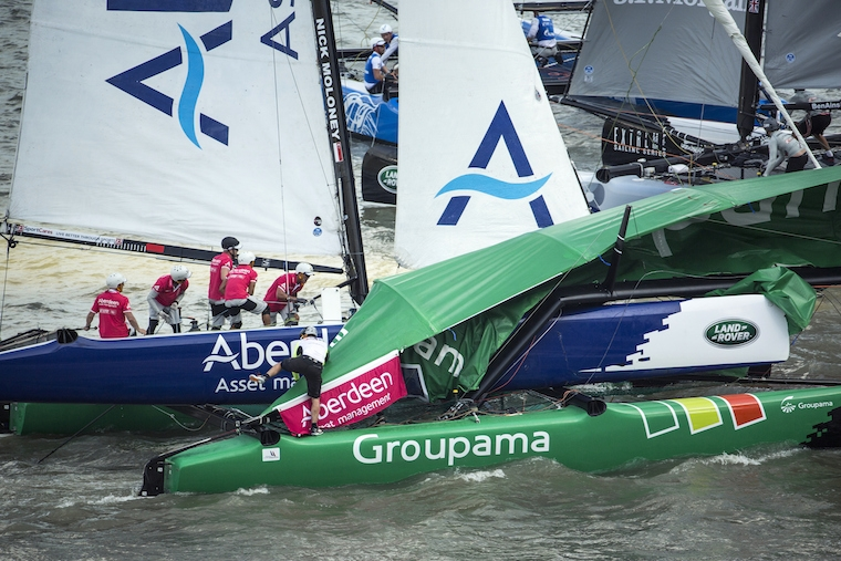"Aberdeen ""sopra"" Groupama. Foto Lloyd Images"