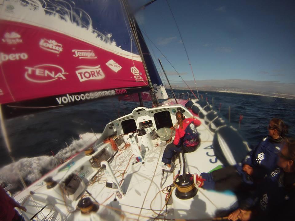 Il punto di vista del timoniere su Team SCA VO65. Foto Tognozzi