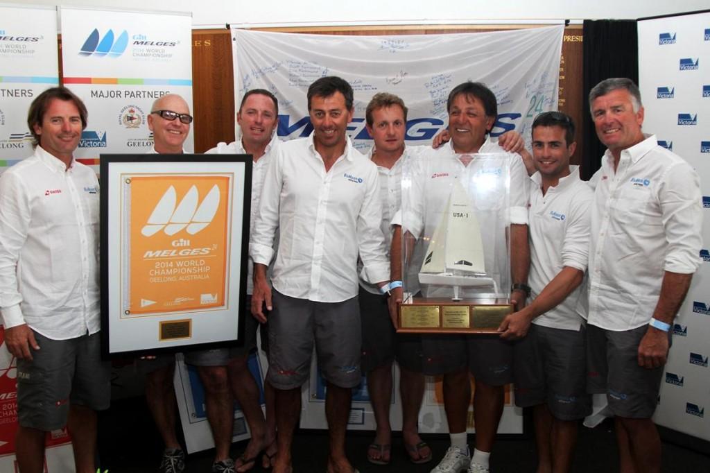 L'equiaggio di Blu Moon con il Trofeo del Mondiale M24