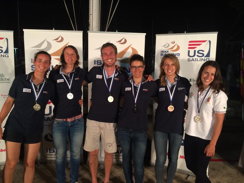 I medagliati azzurri alla World Cup di Miami: da sinistra Silvia Sicouri, Francesca Clapcich, Vittorio Bissaro, Giulia Conti, Flavia Tartaglini e Laura Linares.