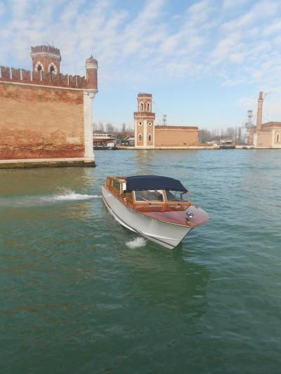 Il taxi in servizio a Murano la cui installazione è stata fatta dalla Blackout Service nel Cantiere S.Pietro di Castello