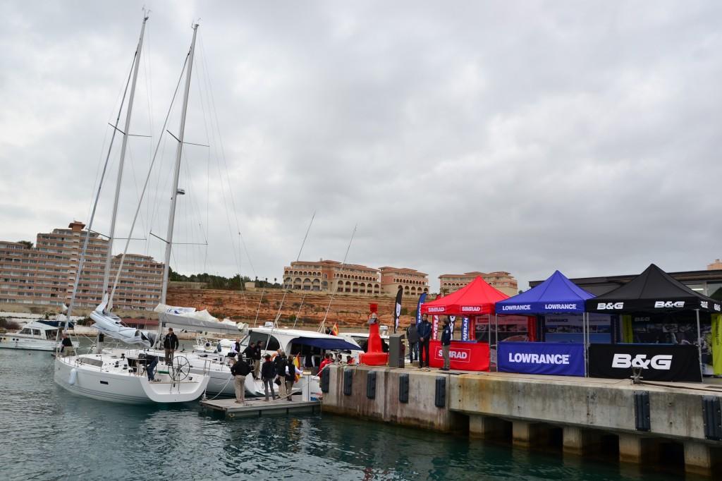 Le barche ormeggiate a Port Adrian sono pronte ad accogliere la stampa internazionale per le prove in mare dei prodotti Navico