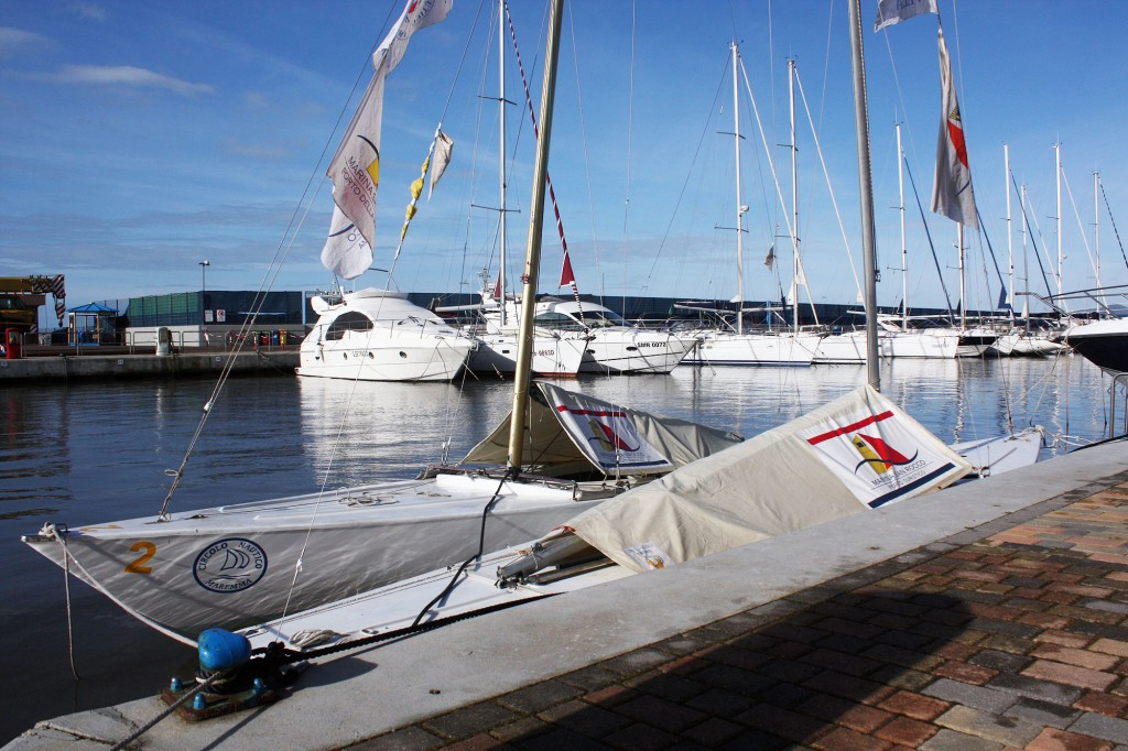 I Soling ormeggiati nella Marina di San Rocco nei posti messi a disposizione dalla direzione del porto turistico di Marina di Grosseto