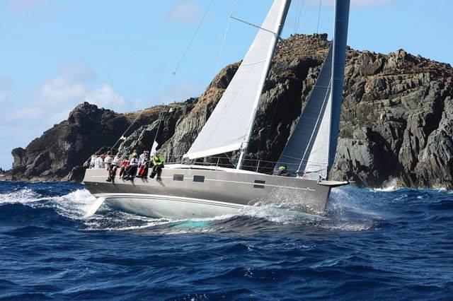 L'Azuree 46 in navigazione. Durante la regata l'equipaggio ha vissuto una piccola disavventura, trascinando con la pala del timone una nassa per aragoste