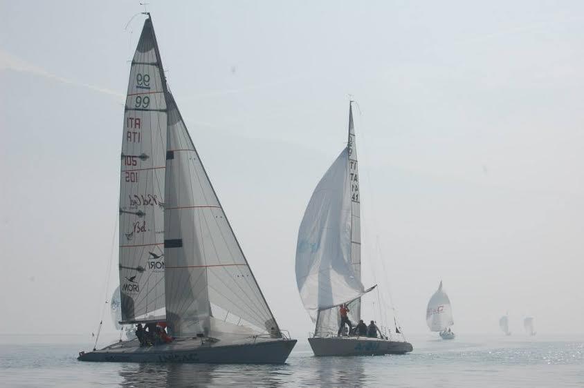 Foschia e vento leggerissimo per il Trofeo Bianchi