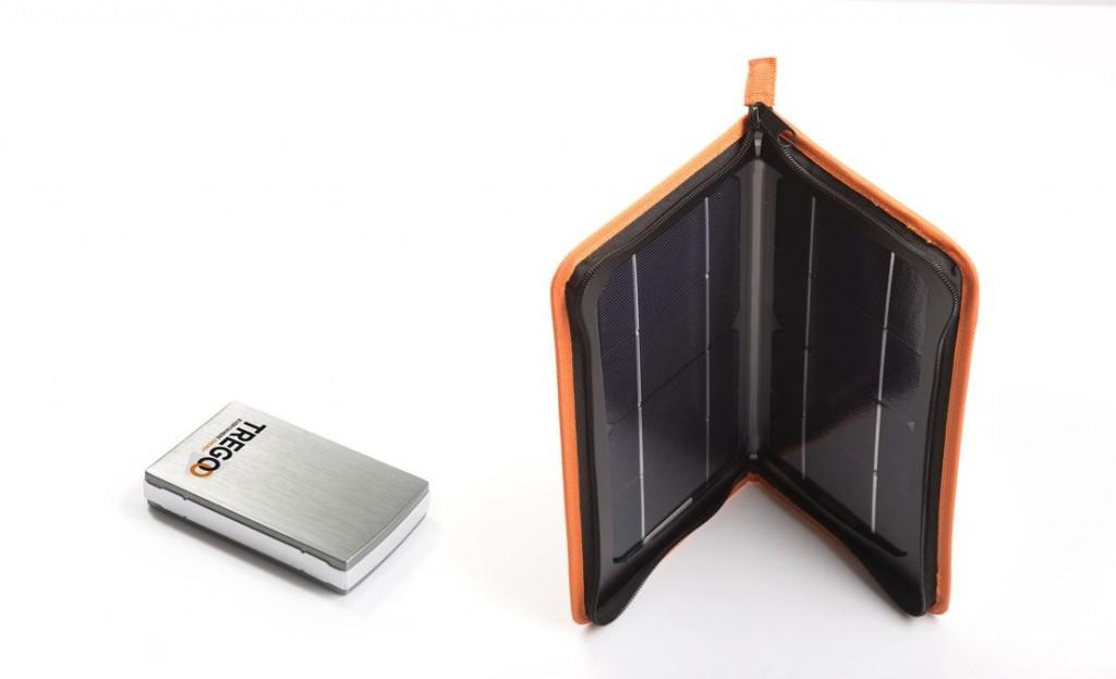 Il kit Tregoo 10-50 è composto dal pannello solare Hippy 10 e dall'accumulatore Lizard 50. Offre fino a 50Wh di autonomia per ricaricare uno smartphone e un tablet contemporaneamente.