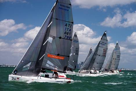 Una partenza dei Melges 24, con in primo piano Little Wing