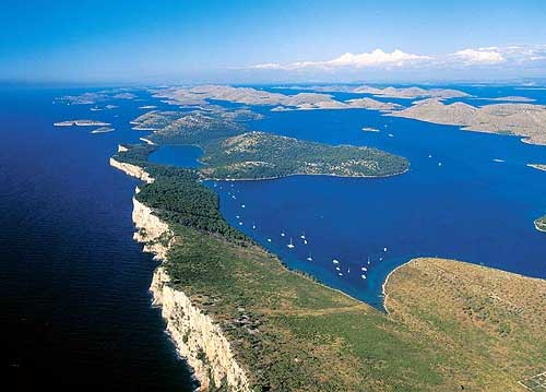 La costa croata è una delle destinazioni preferite per il charter nautico
