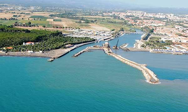 Una fase della costruzione del nuovo Porto di Cecina