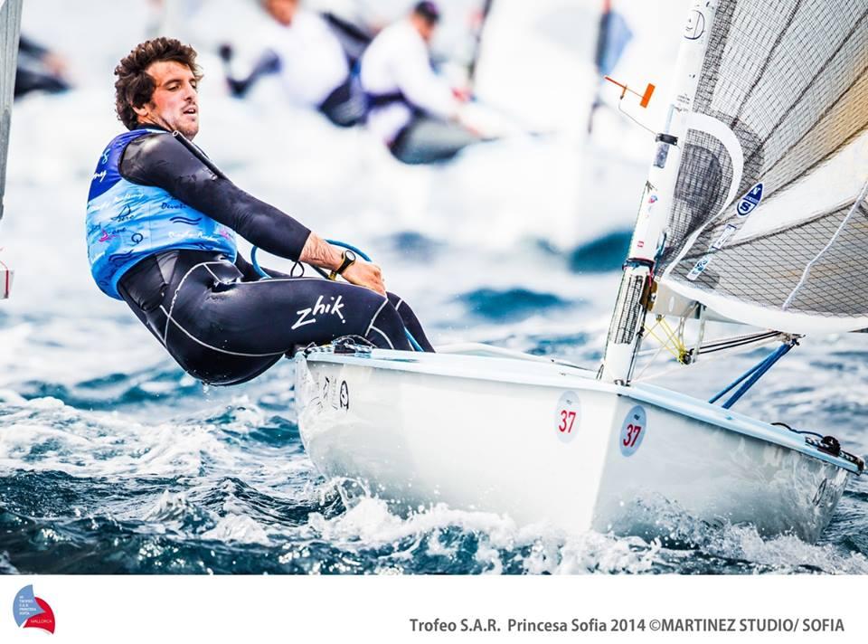 Il portoghese Frederico Melo al Trofeo Sofia di Palma. Nelle classi olimpiche l'uso del cardiofrequenzimetro è ormai prassi. Foto Renedo