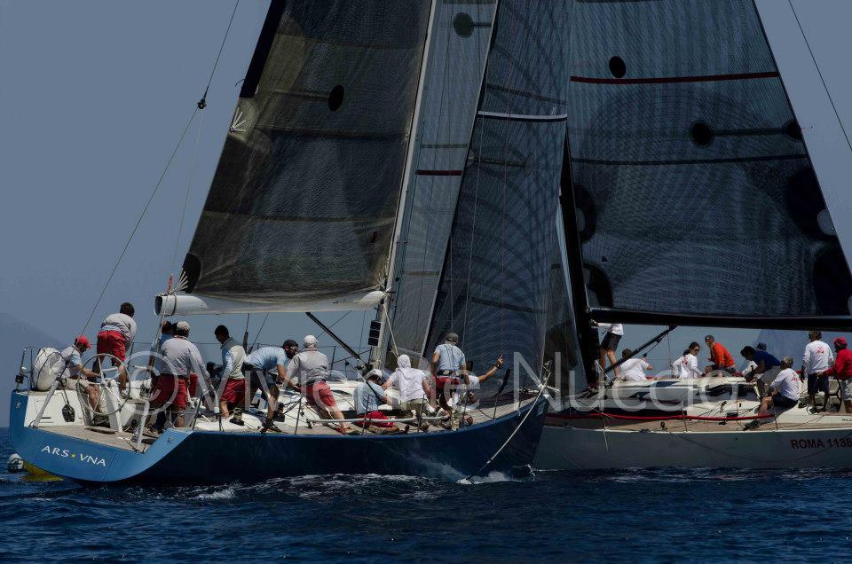 Bagarre in boa per Ars Una e Zenhea Takesha durante l'edizione 2013 dell'Eolian Sailing Week. Foto Nuccio