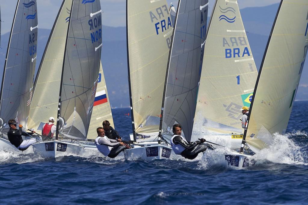 Giorgio Poggi e Michele Paoletti impegnati oggi nei Finn a un giro di boa. Foto Touw