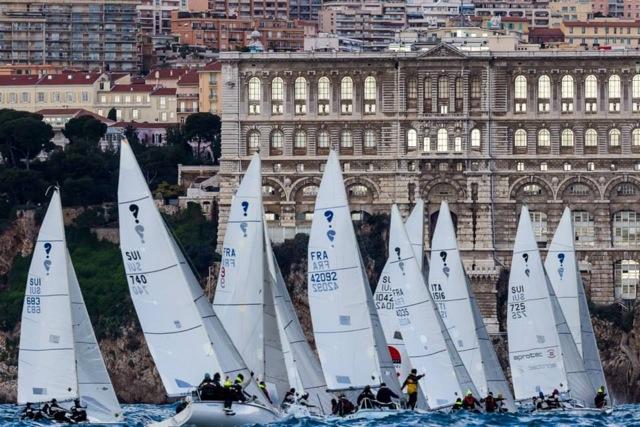 La partenza dei Surprise durante l'Act 1 delle Sailing Series svoltosi a Montecarlo lo scorso febbraio