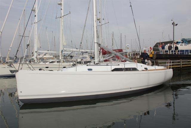 Il primo scafo di 35 piedi della GT Yachts, varato la scorsa settimana a Ipswich