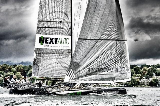 Sul lago di Ginevra il cat SL 33 raggiunge ottime velocità anche grazie al Code O, vela ideale per brezze. Credit: Jurg Kaufmann