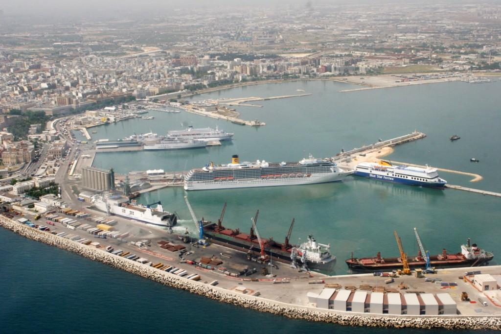 Vista aerea del porto di Bari, città pilota del progetto ARGES