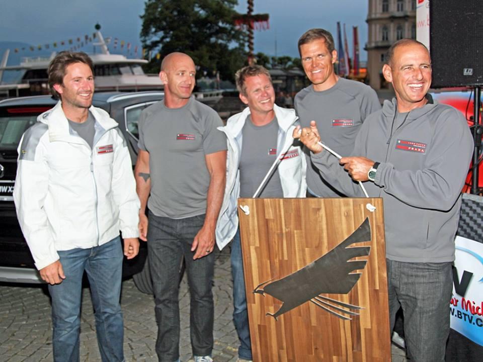 Da sinistra: Adam Minoprio, Emanuele Marino, Chris Draper, Pietro Sibello e Francesco Bruni con il premio vinto sul Traunsee
