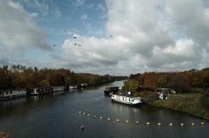 Un'houseboat, ideale epr crociere lungo i fiumi alla scoperta della natura e del paesaggio