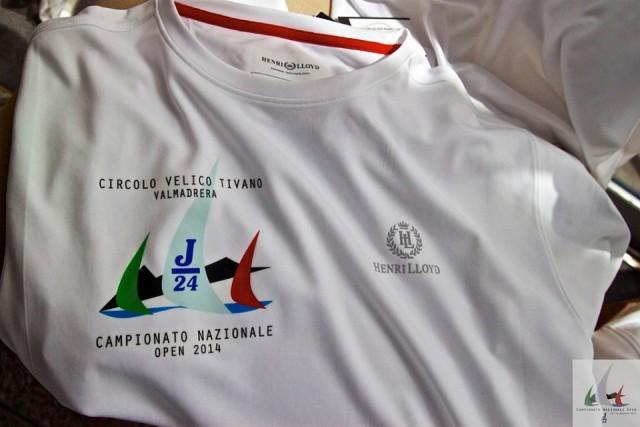 La Silver Fast Dry T-shirt con cui saranno omaggiati i partecipanti al Nazionale J24