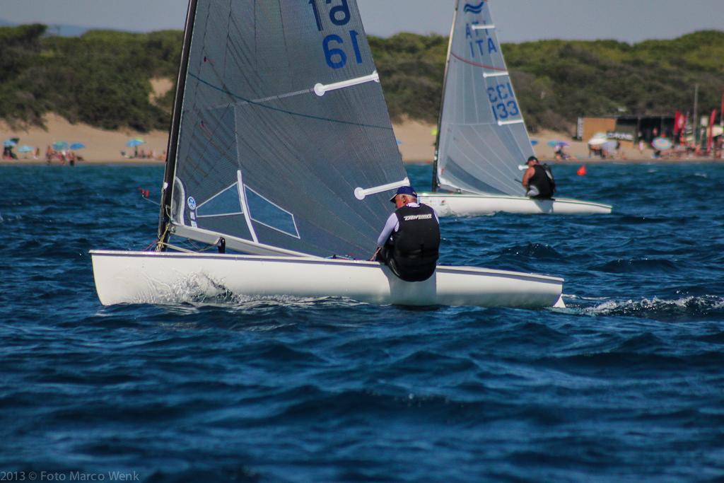 Finn in regata a Castiglione. Foto Wenk