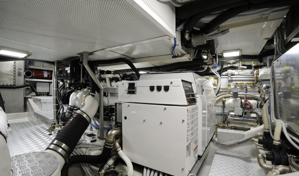 La sala macchine è stata studiata per il massimo dell'insonorizzazione. Oltre ai pannelli è previsto un doppio battente in mogano che assicura ermeticità e insonorità all'ambiente