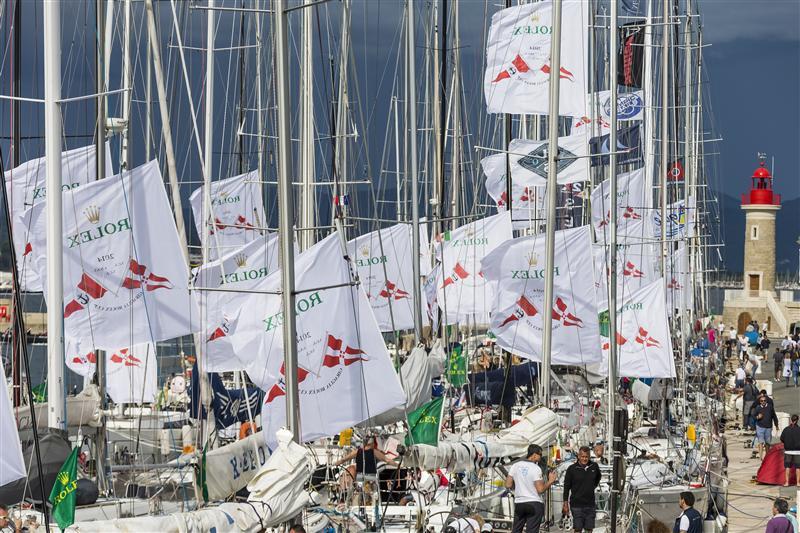 Il porto nuovo di Saint Tropez letteralmente invaso dalle barche della Giraglia Rolex Cup. Foto Borlenghi/Rolex