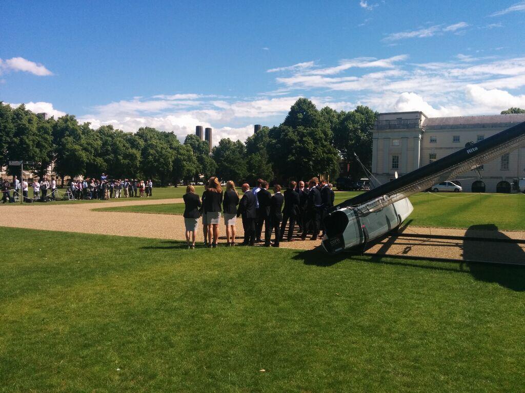In attesa della cerimonia nei prati di Greenwich con l'AC45 di Ben Ainslie Racing. Foto Y&Y