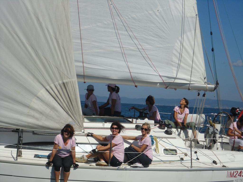 Un equipaggio tutto femminilòe alla Pink Sailing di Punta Ala. Foto YCPA