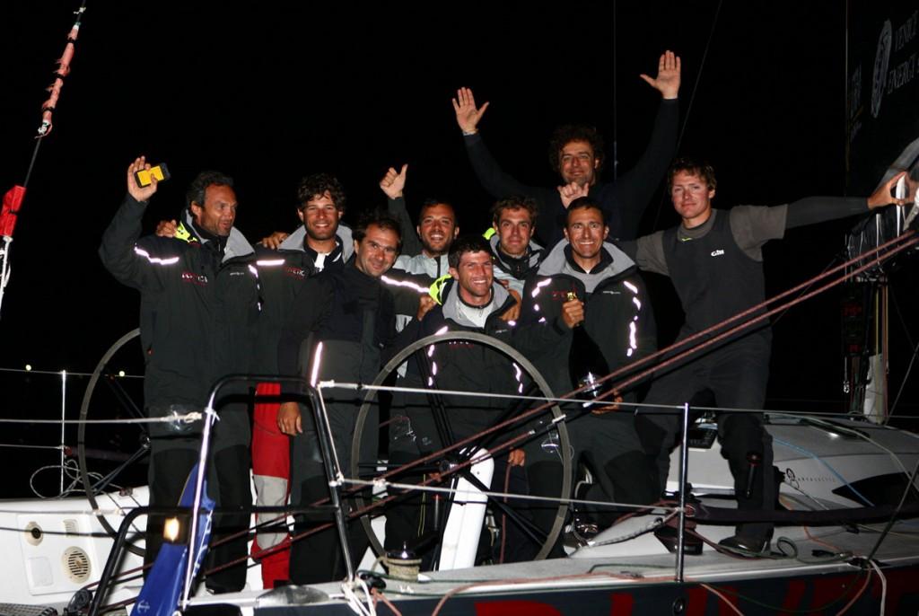 L'equipaggio di Duvetica WG festeggia. Foto Carloni