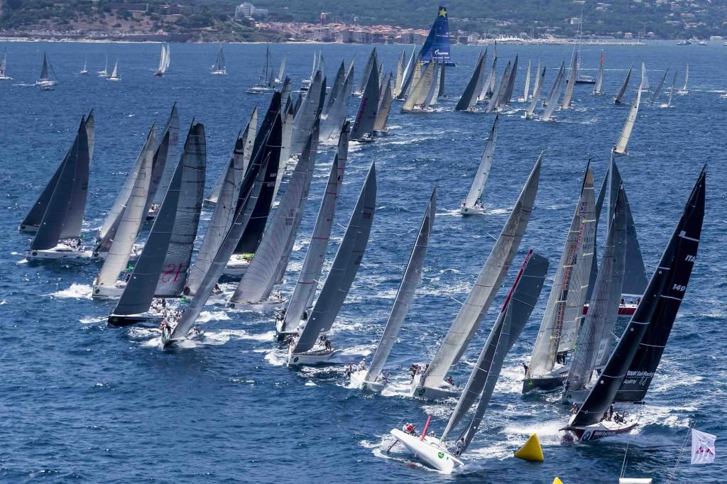 La flotta durante la costiera di oggi. Foto Borlenghi/Rolex