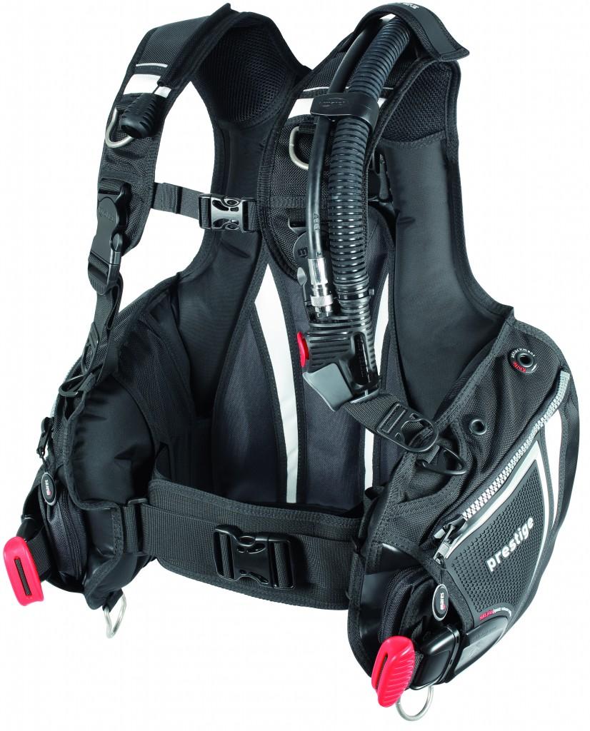 Il Prestige MRS Plus è il jacket con sacco completamente in Cordura. Prezzo: euro 349