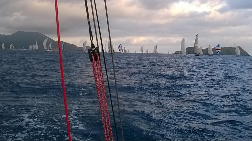Il passaggio dalla Giraglia del grosso della flotta. Foto Giuffré