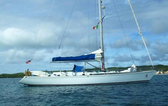Huck Finn II su cui Vittorio Malingri naviga e tiene corsi di vela dal 2011