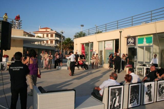 Il tango è stato protagonista della domenica siciliana al marina di Ragusa
