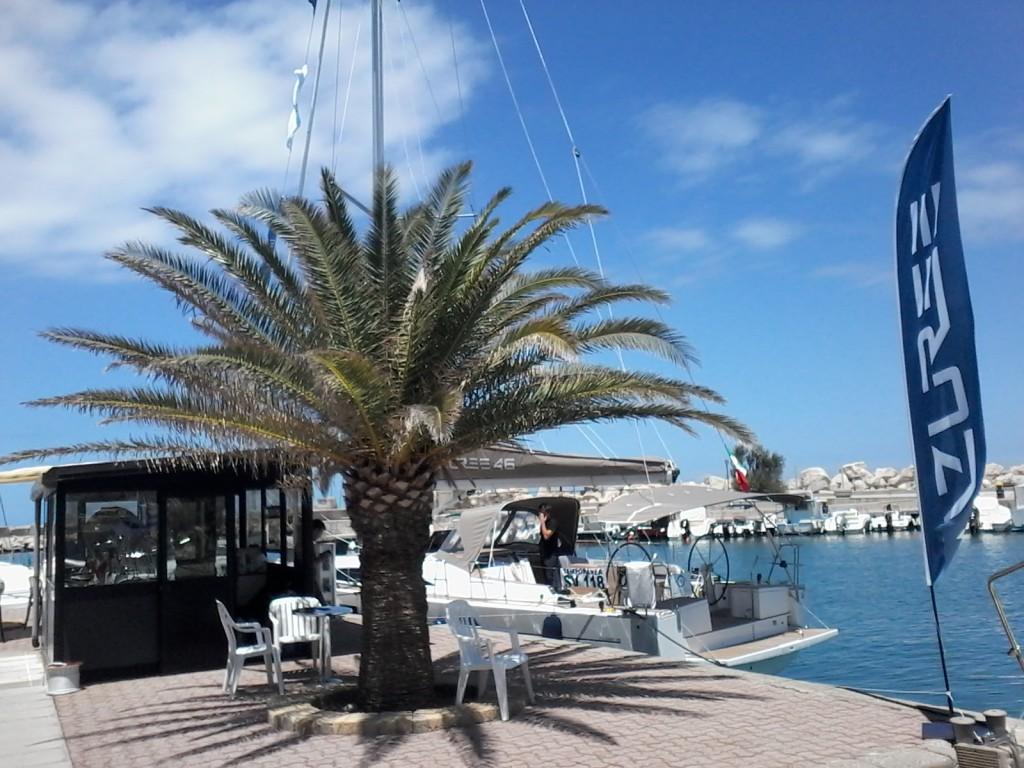 L'Azuree 46 in attesa di uscire per prove in mare a Portorosa, in provincia di Messina