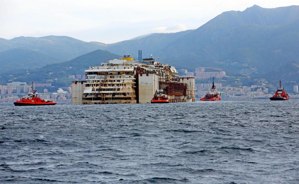 La Costa Concordia questa mattina davanti a Voltri