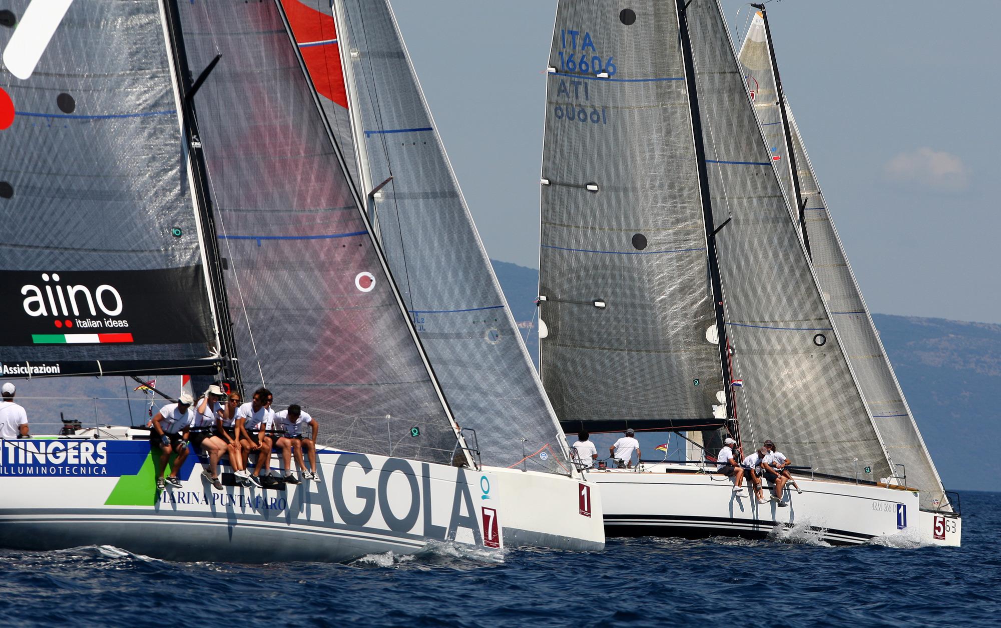 La flotta del gruppo B in regata a Cres