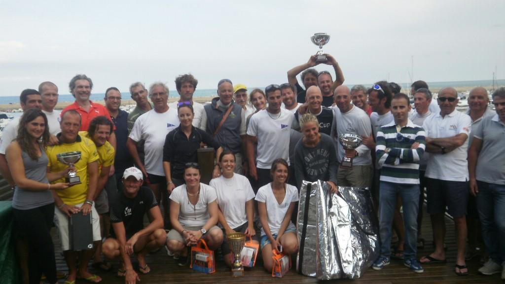 Foto di gruppo per la flotta SB20 a Numana