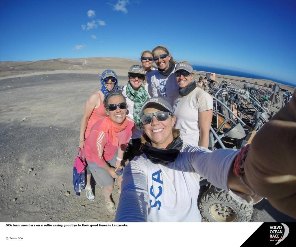 L'equiopaggio di Team SCA saluta Lanzarote con un mega selfie...