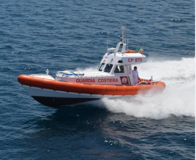 La motovedetta CP 870 in servizio alla Guardia Costiera di La Maddalena