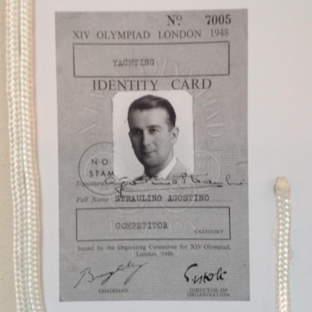 Uno dei cimeli storici della Mostra: il Pass di Straulino per le Olimpiadi di Londra 1948 (Torquay per la vela), la prima delle sue cinque edizioni dei Giochi. Courtesy Comunità Italiana Lussino