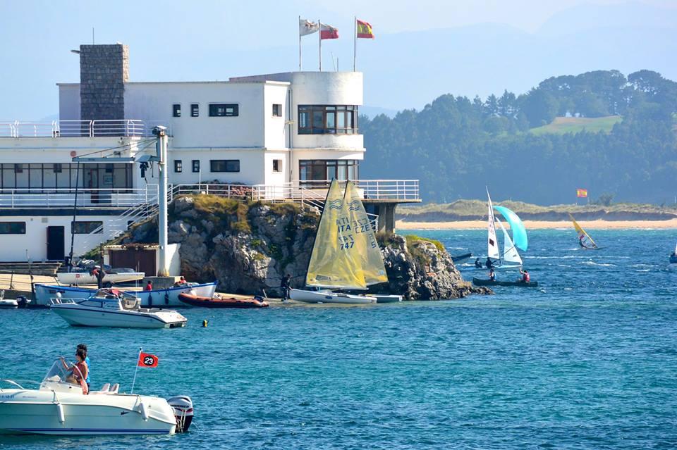 Grande attività in questi giorni nella Baia di Santander. Foto Bontempelli