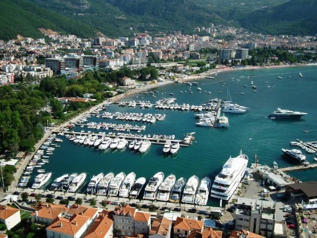 Il Marina di Budva in Montenegro, uno dei tre assi del nuovo progetto Duckley del gruppo Stratex. Può ospitare 250 barche fino ai 70 metri di lunghezza